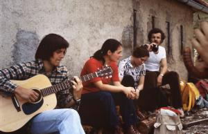 1975 Antoine Fabre +á la guitare