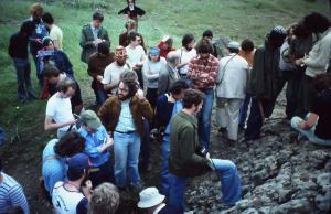 1976.05.08 Le groupe  écoute